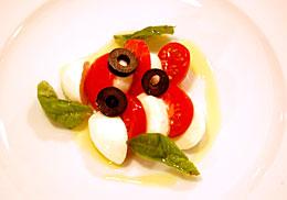 フルーツトマトと水牛のモッツァレラ